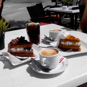 Café con leche y tarta
